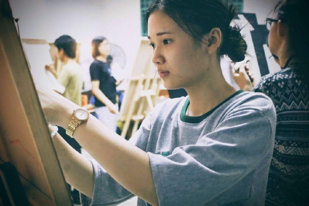 ve chan dung chi quan 7  trung tâm dạy vẽ mỹ thuật tp hcm received 1078120225623430 1