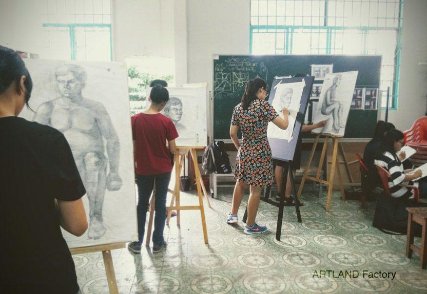 Hình ảnh: Một lớp học vẽ luyện thi Thiết Kế Đồ Họa tp HCM