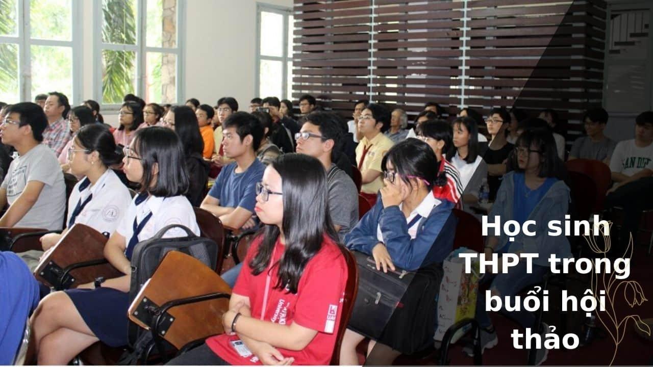 Học sinh THPT trong buổi hội thảo