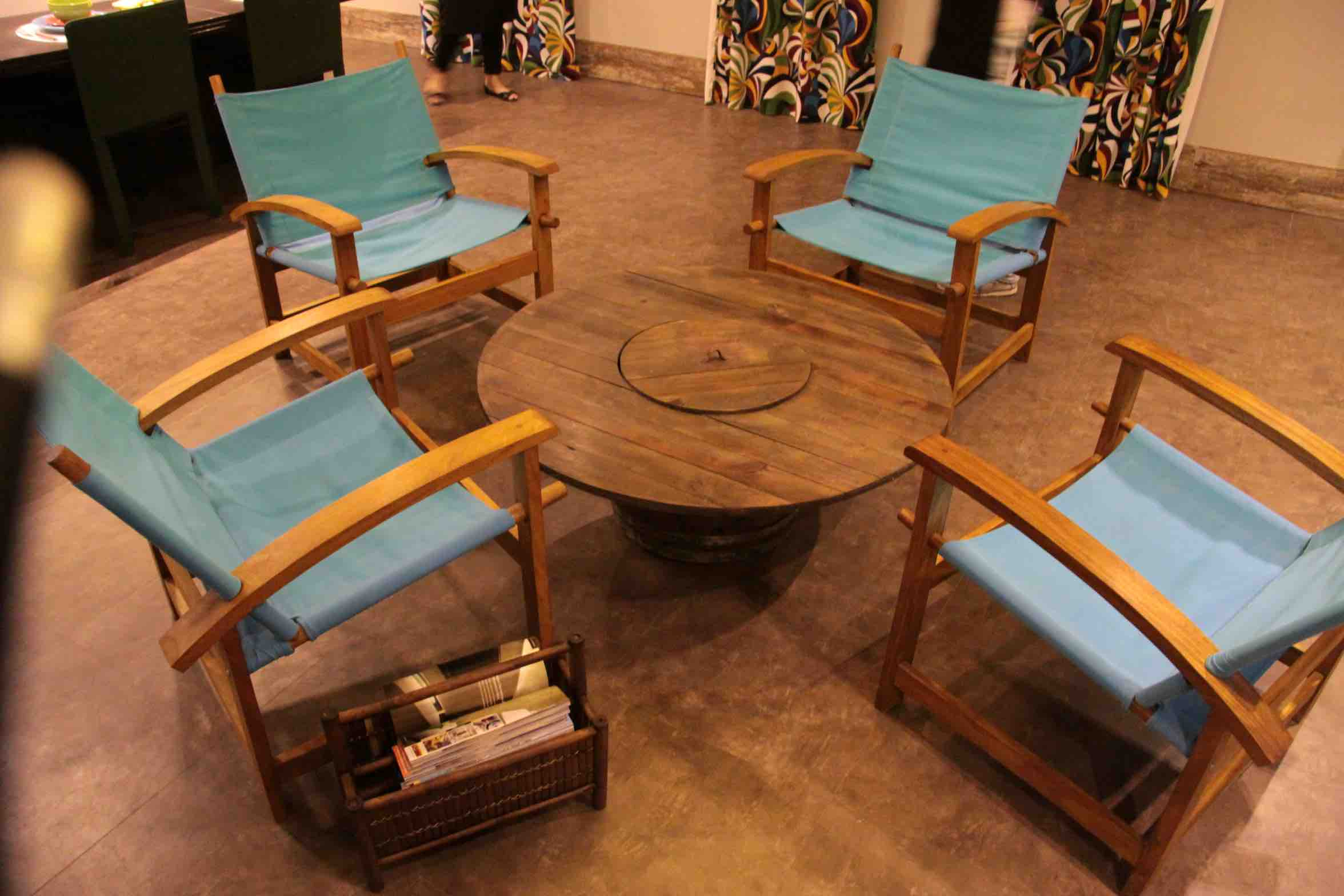An electric wire reel reused as a center table in a Rio de Janeiro decoration fair  TỔNG QUAN NGÀNH THIẾT KẾ NỘI THẤT An electric wire reel reused as a center table in a Rio de Janeiro decoration fair