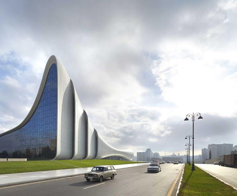 zaha-hadid-heydar-aliyev-center-in-baku_full  ZAHA HADID HUYỀN THOẠI VỀ NHỮNG ĐƯỜNG CONG KIẾN TRÚC 14 zaha hadid heydar aliyev center in baku full