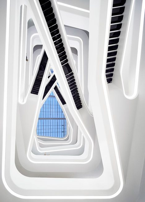 Dominion-Office-Building_Moscow_Zaha-Hadid_Hufton-Crow_dezeen_468_3  ZAHA HADID HUYỀN THOẠI VỀ NHỮNG ĐƯỜNG CONG KIẾN TRÚC Dominion Office Building Moscow Zaha Hadid Hufton Crow dezeen 468 3