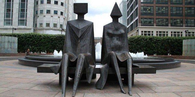 Lynn Chadwick, Couple on Seat (1986)  SỨC MẠNH CỦA CÁC TÁC PHẨM ĐIÊU KHẮC CÔNG CỘNG Lynn Chadwick Couple on Seat 1986