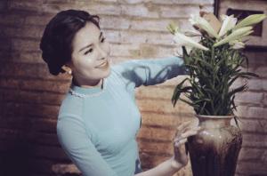 tranh thiếu nữ bên hoa huệ  Tô Ngọc Vân và những điều thú vị về bức tranh thiếu nữ bên hoa huệ 3 4 300x198