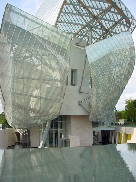 La_Fondation_Louis_Vuitton_building_created_by_Frank_Gehry_in_Paris  FRANK GEHRY KIẾN TRÚC SƯ PHÁ BỎ MỌI QUY TẮC La Fondation Louis Vuitton building created by Frank Gehry in Paris