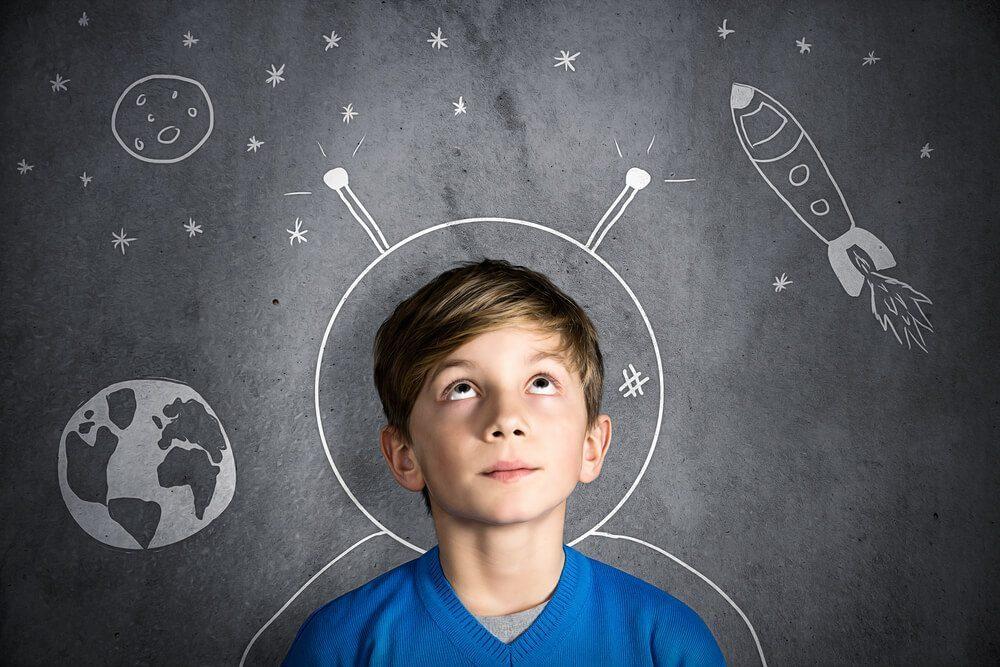 Cờ vua trí tuệ  Cờ vua có ích cho việc học của trẻ như thế nào? child thinking